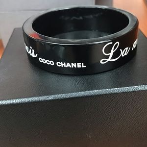 CHANEL Accessories - CHANEL La Mode Se Démode Bracelet